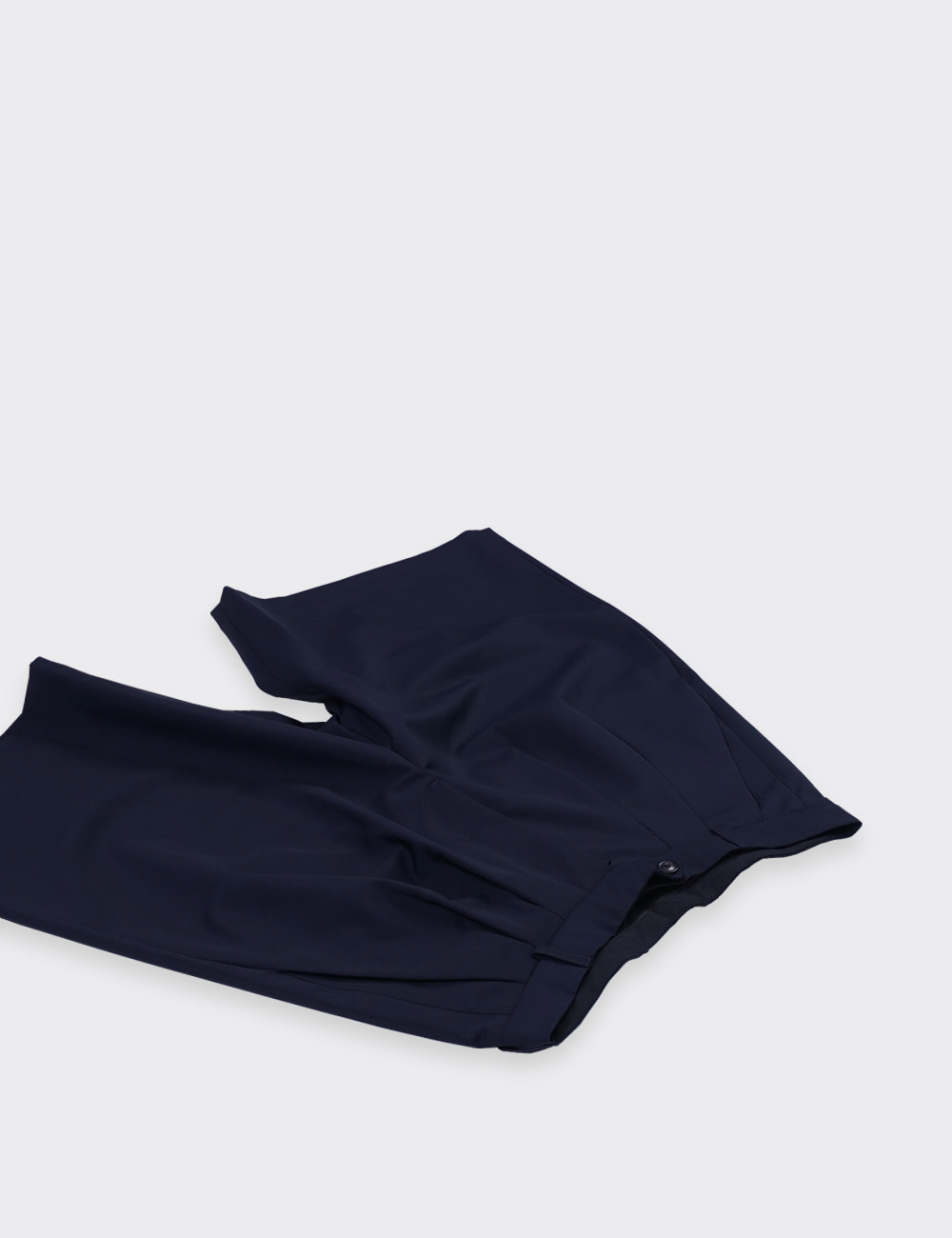 lownn : WIDE SHORT (NAVY)