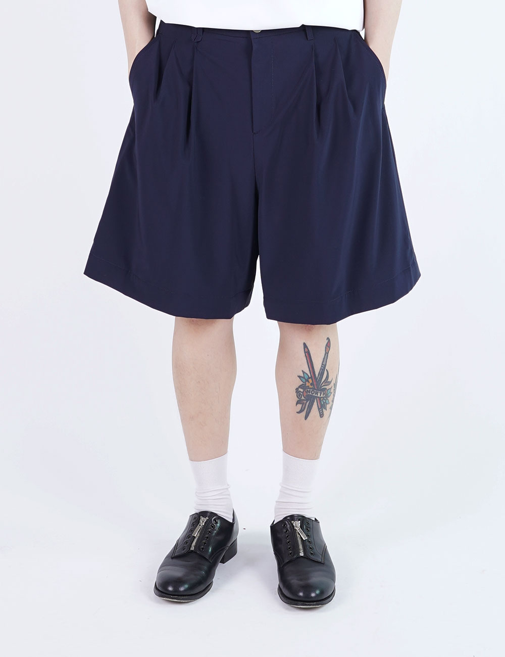 momPROUDyou : 2 TUCK WIDE SHORTS (NAVY)