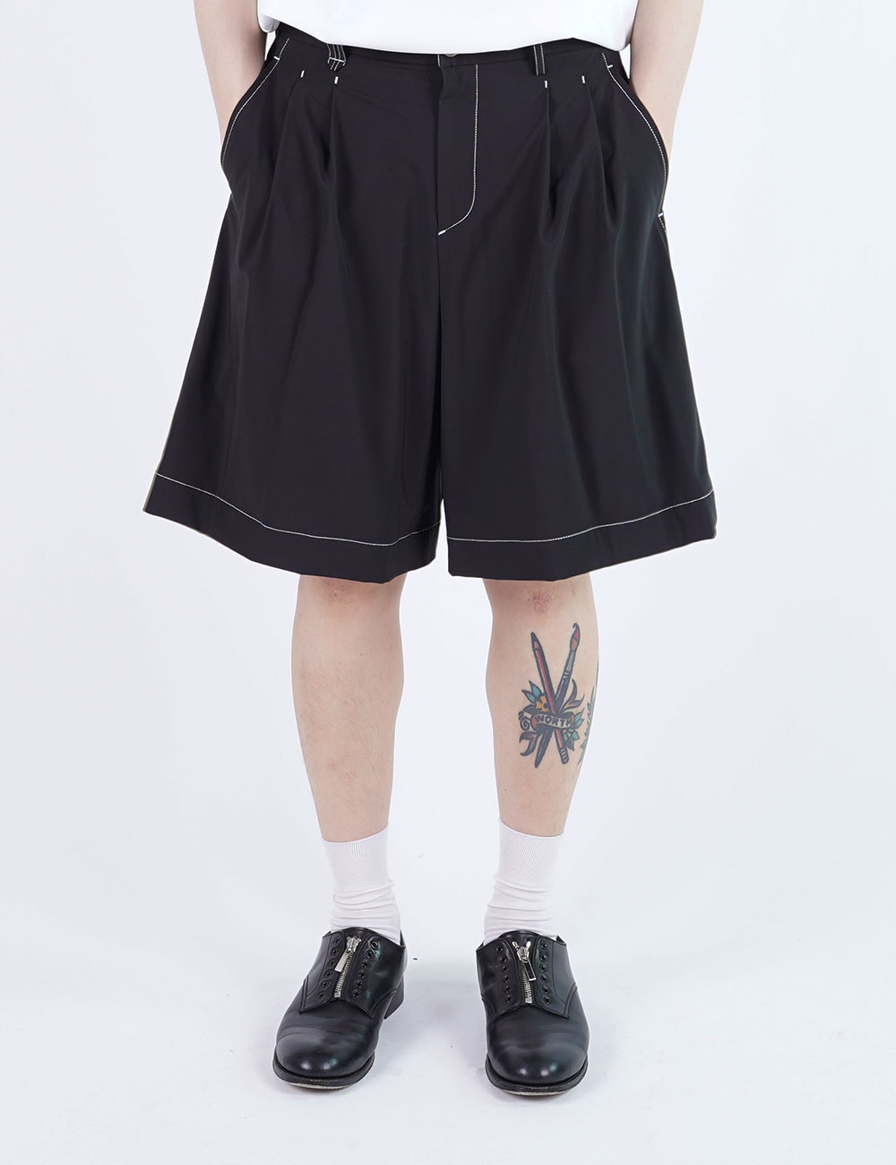 momPROUDyou : 2 TUCK WIDE SHORTS (BLACK)