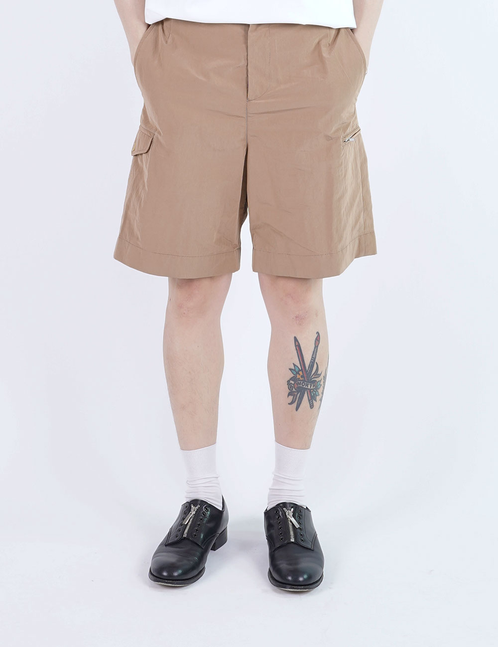 momPROUDyou : 6 POCKET ZIP SHORTS (KHAKI)