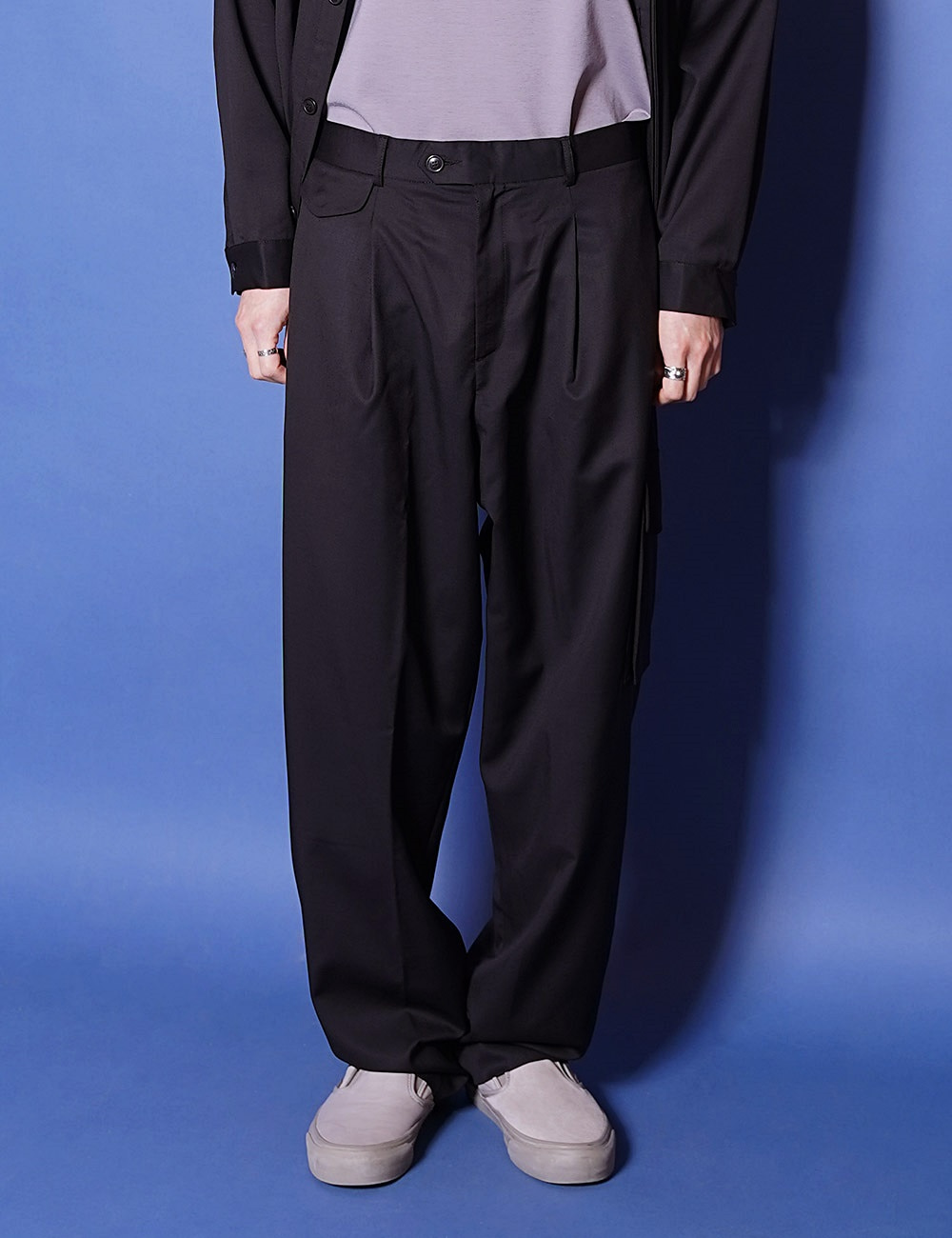 lownn : RELAXED TROUSERS (BLACK)