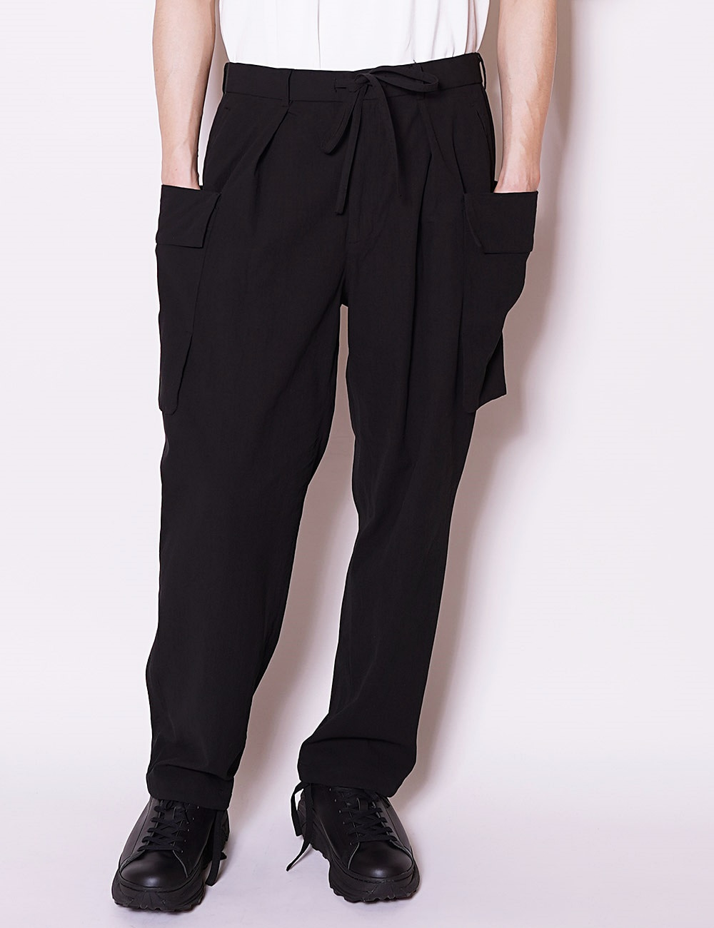 MARKAWARE : ORGANIC COTTON DOBBY CLOTH CARGO TROUSERS (BLACK)