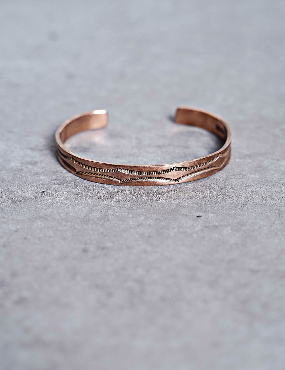 NATIVE AMERICAN JEWELRY : NORA BILL COPPER BRACELET