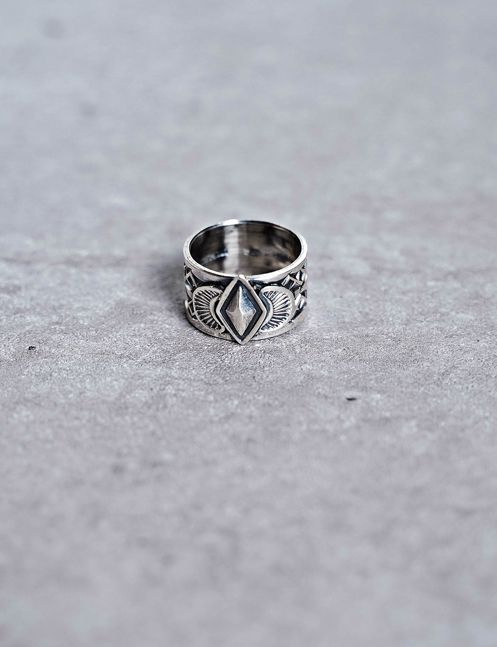 NATIVE AMERICAN JEWELRY : SUNSHINE REEVES - STAMPED RING