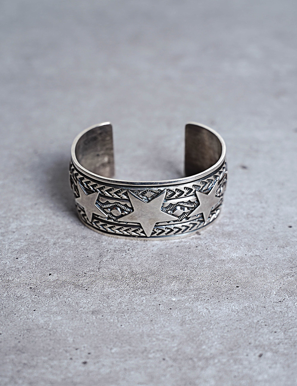 NATIVE AMERICAN JEWELRY : SUNSHINE REEVES - 5 STAR SILVER BRACELET