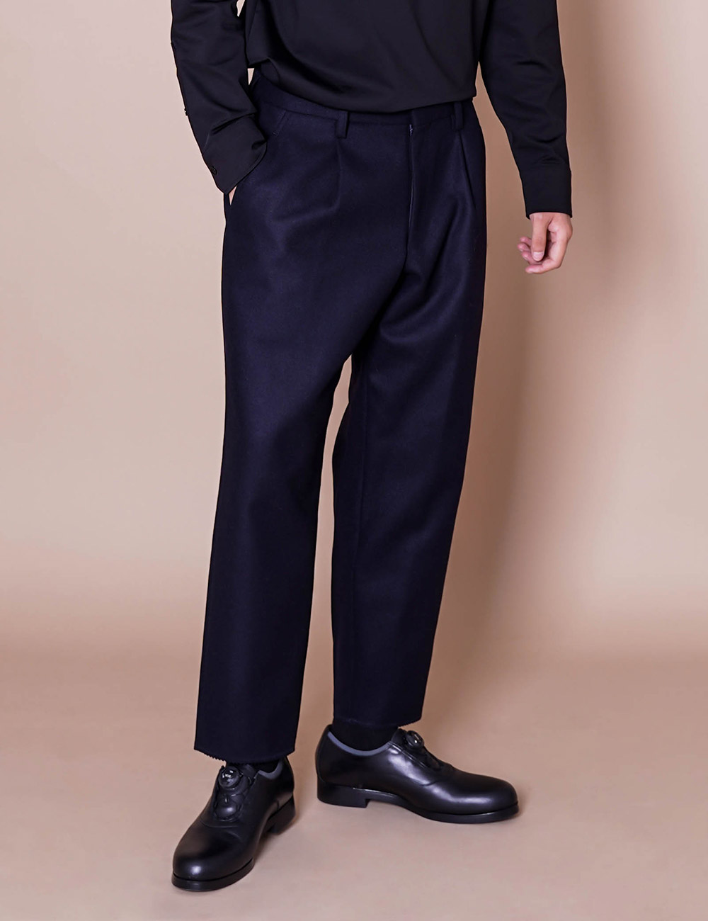 kolor : 20WCM-P04105 TAPERED WOOL/CASHMERE PANTS (DK.NAVY)