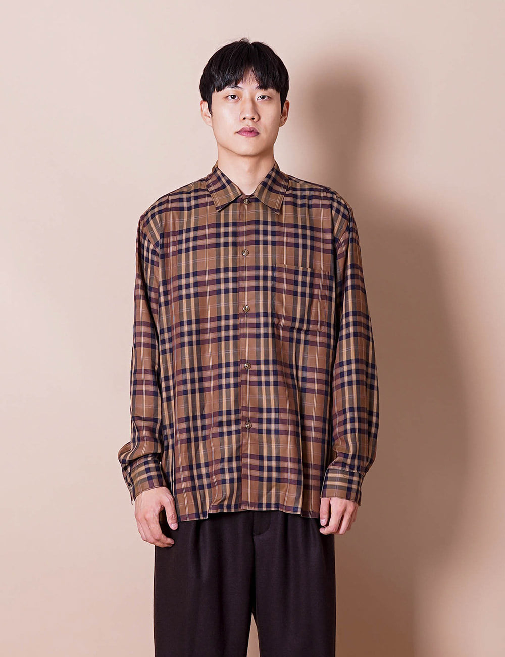 URU : REGULAR COLLAR L/S SHIRT (BROWN)