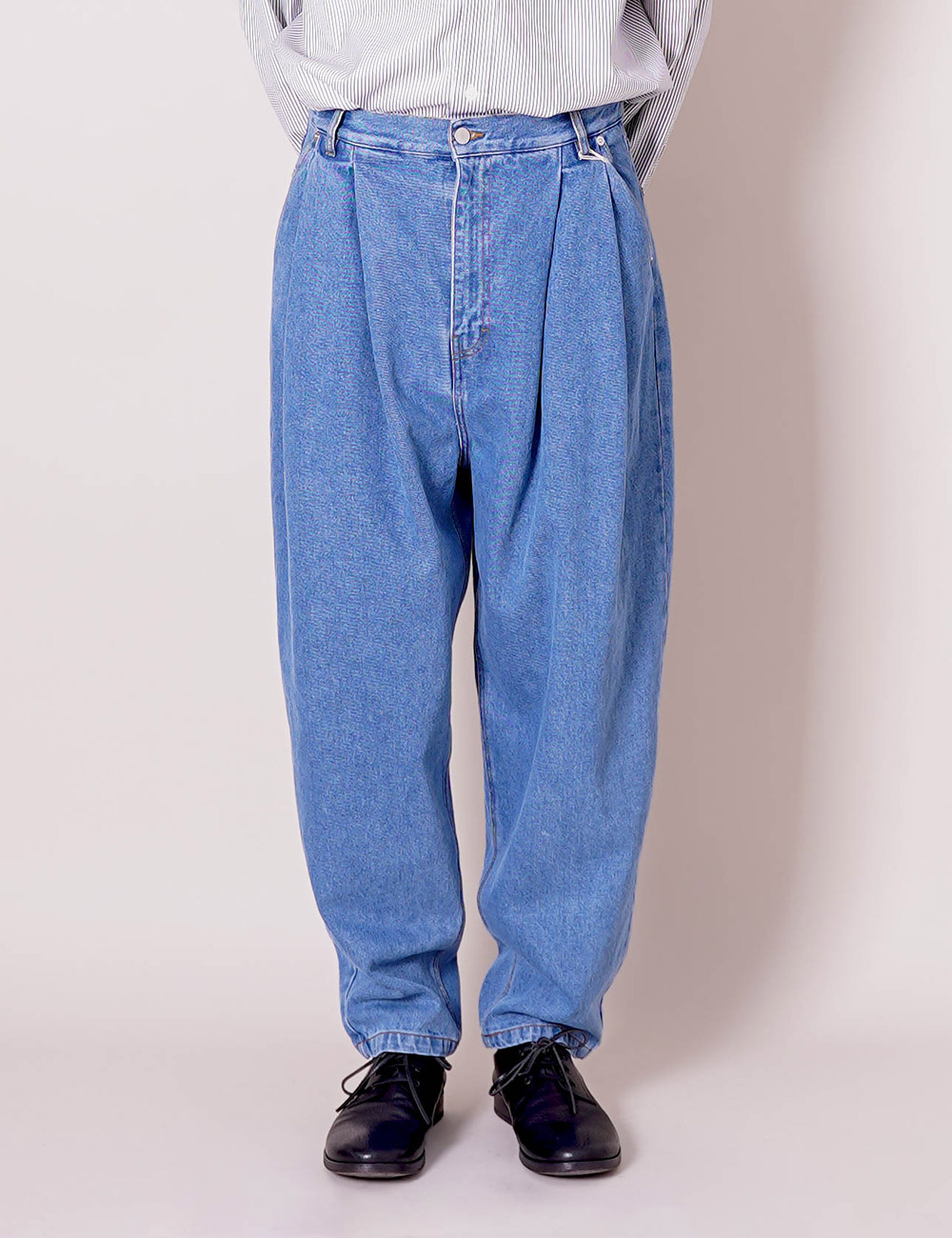 HED MAYNER : PLEATED DENIM (BLUE)