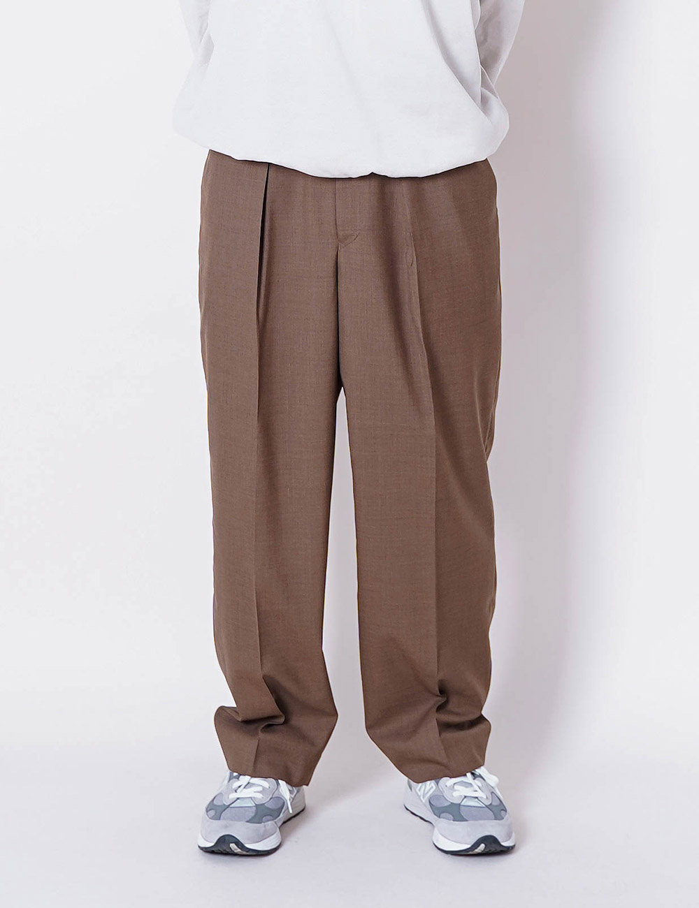 MARKAWARE : ORGANIC WOOL TROPICAL CLASSIC FIT TROUSER (KHAKI)