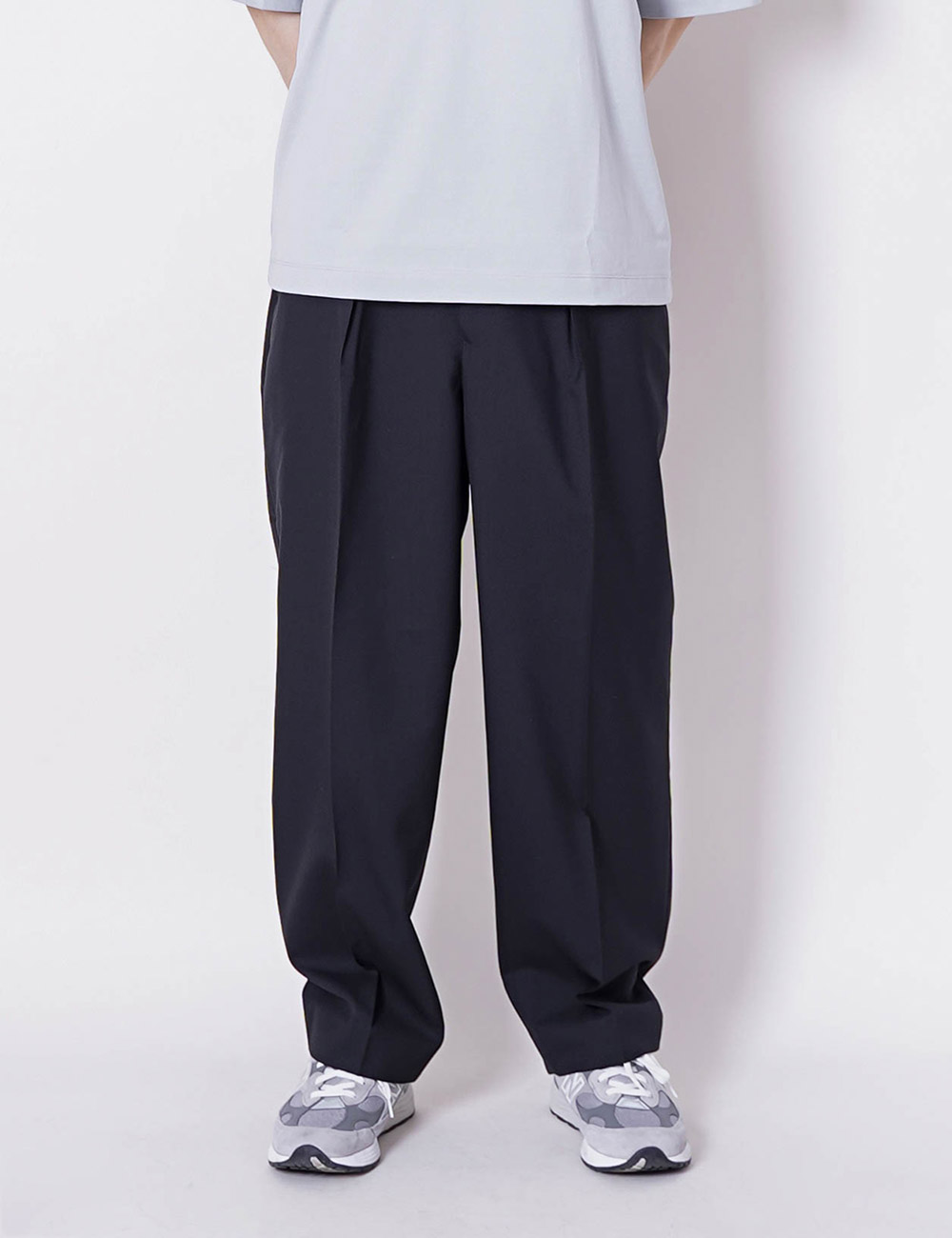 MARKAWARE : ORGANIC WOOL TROPICAL CLASSIC FIT TROUSER (BLACK)
